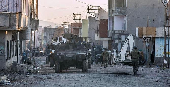 Cizre'de teröristlere ait tünel bulundu