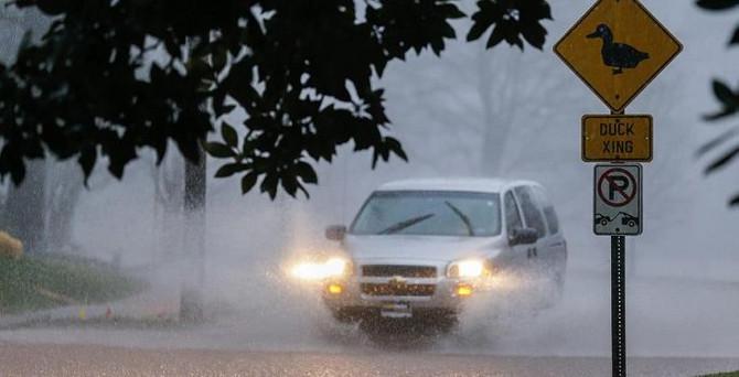 ABD'de aşırı yağış ve hortumlar can aldı