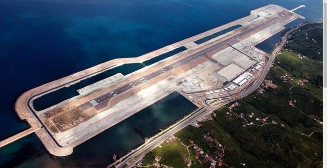 Denizdeki ilk havalimanında yolcu sayısı 200 bini geçti
