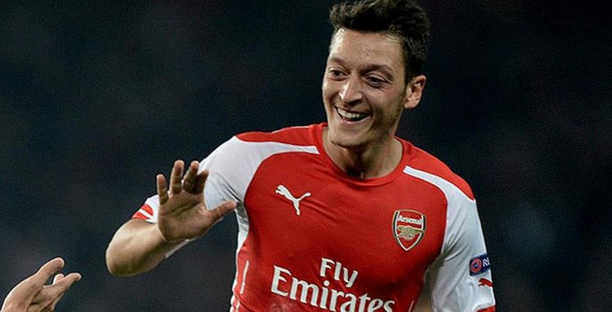 Mesut Özil Arsenal'ı liderliğe taşıdı