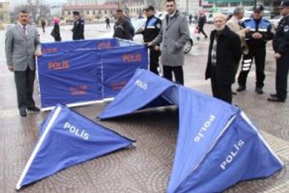 Dink cinayetinden esinlendi, ceset çadırı üretti