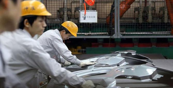 Çin'de imalatın Aralık'ta da daralması bekleniyor