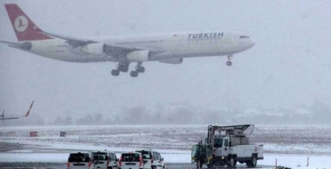 350'den fazla uçak sefer iptal edildi