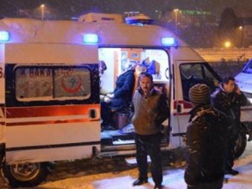 Polis aracı, üniversitelilere çarptı: 8 yaralı