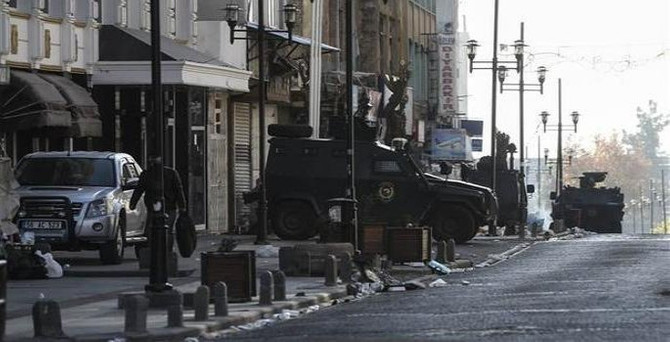 Diyarbakır'da 1'i ağır 3 asker yaralandı