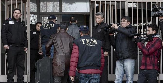 Usulsüz dinleme soruşturmasında 6 tutuklama