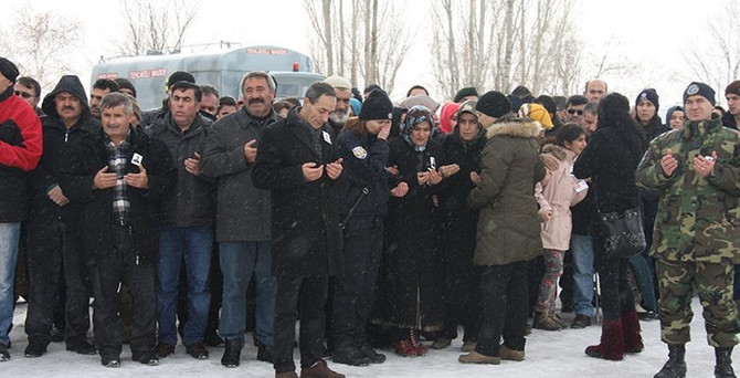 Şehit polisin naaşı Erzurum'da defnedildi