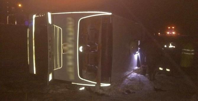 Yolcu otobüsü devrildi: 38 yaralı