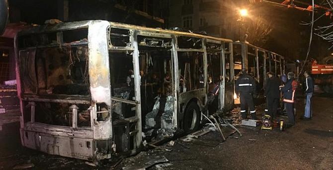 Gazi Mahallesi'nde belediye otobüsü yakıldı
