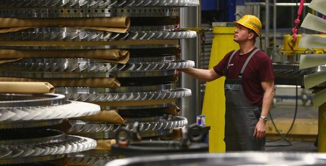 Almanya'da sanayi üretimi daraldı