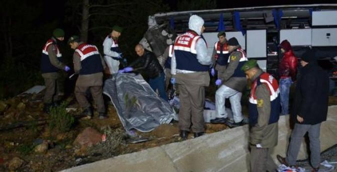 Sığınmacıları taşıyan otobüs takla attı: 8 ölü 42 yaralı