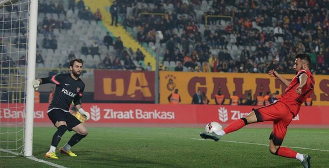 Galatasaray İzmir'den 3 puanla ayrıldı