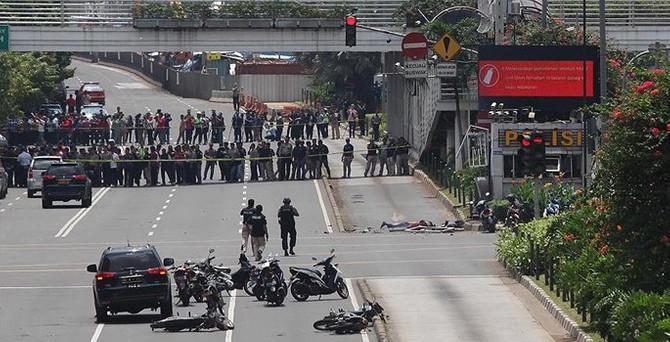 Endonezya'da peş peşe patlamalar: 7 ölü