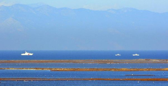 Yunan sahil botu Didim'de karaya oturdu