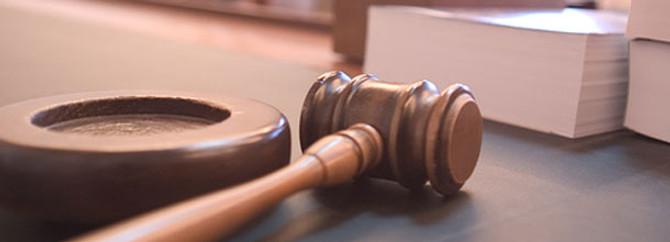 Mahkeme sırasında uyuyakalan hakim işten atıldı