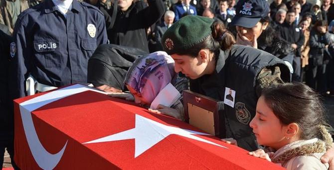 Şehit polis Yamaner son yolculuğuna uğurlandı