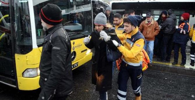 Metrobüsler çarpıştı: 8 yaralı