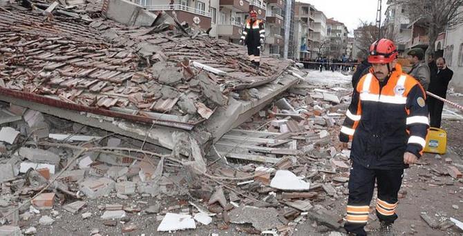 Yozgat'ta apartman çöktü