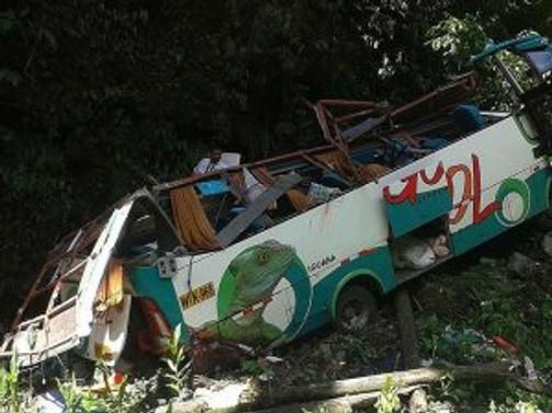 Peru'da otobüs uçuruma yuvarlandı: 16 ölü