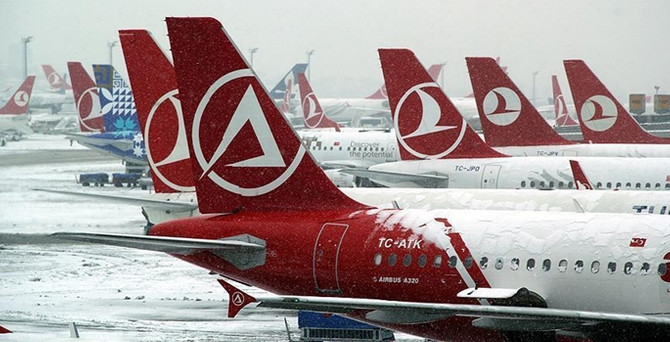 Hava ulaşımına kar engeli: 155 uçuş iptal