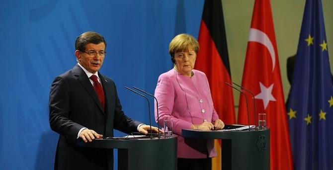 Davutoğlu: Berlin'de tarihi bir adım attık