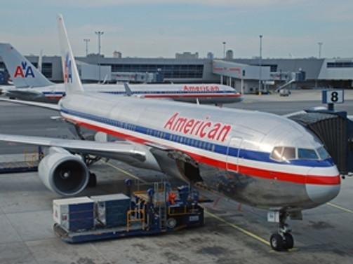 Uçak zorunlu iniş yaptı: 7 kişi yaralandı