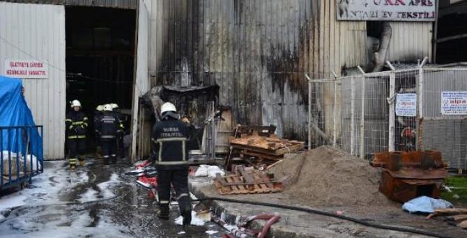 Bursa'da ev tekstili fabrikası yandı