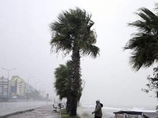 """Ege ve Akdeniz'de """"fırtınamsı rüzgar"""" uyarısı"""