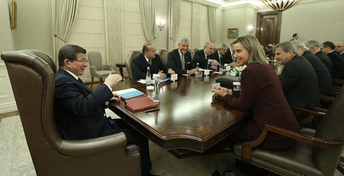 Başbakan Davutoğlu, AB heyeti ile bir araya geldi