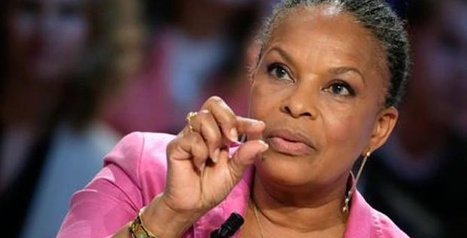 Fransa Adalet Bakanı istifa etti