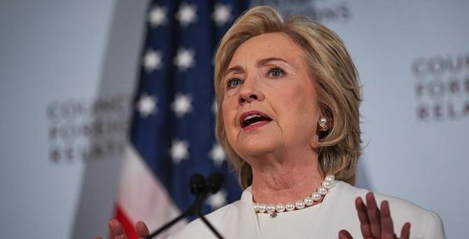 Anketlerde Clinton geriye düştü