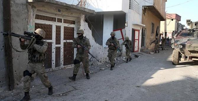Sur ve Cizre'de 2 asker şehit oldu