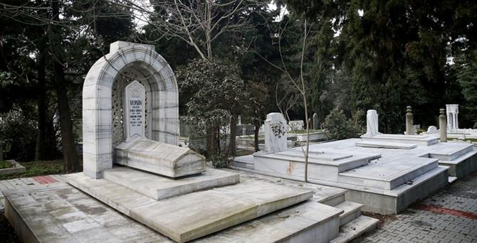 Mezar taşına 9 milyar lira harcandı