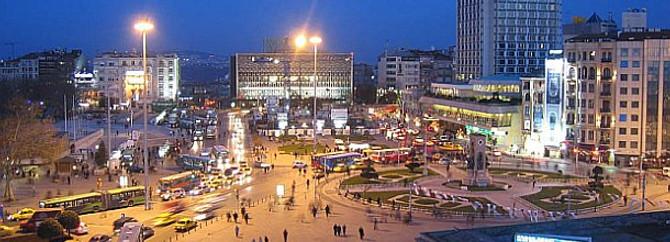 Taksim'de kutlama, esnafta ciro yok
