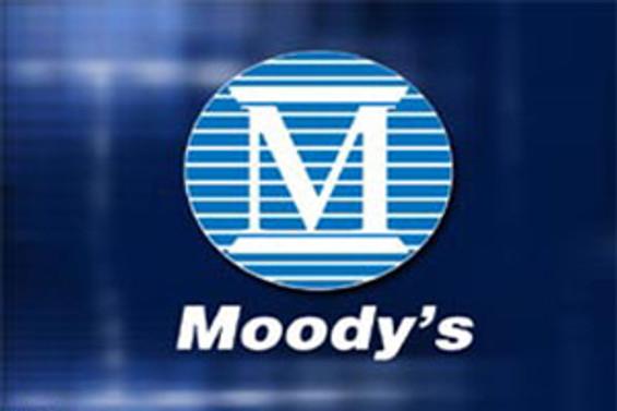 İki şirket Moody's'in negatif takibinde