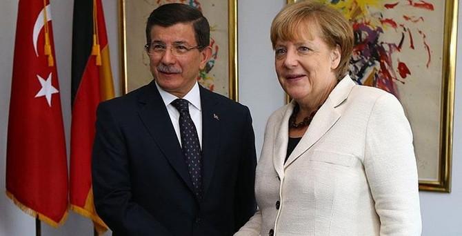 Davutoğlu, Merkel ile görüştü
