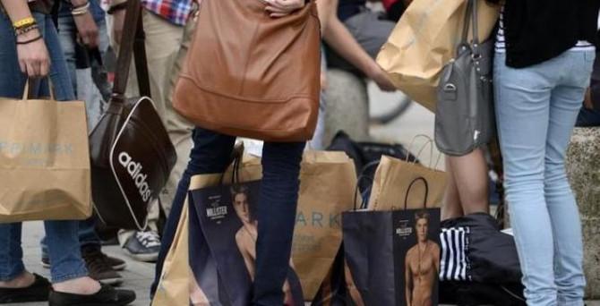 Almanya'da perakende satışlar beklentileri aştı