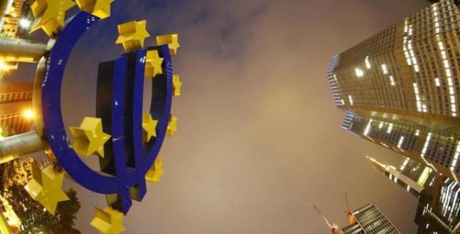 Euro Bölgesi, şubatta deflasyona geri göndü