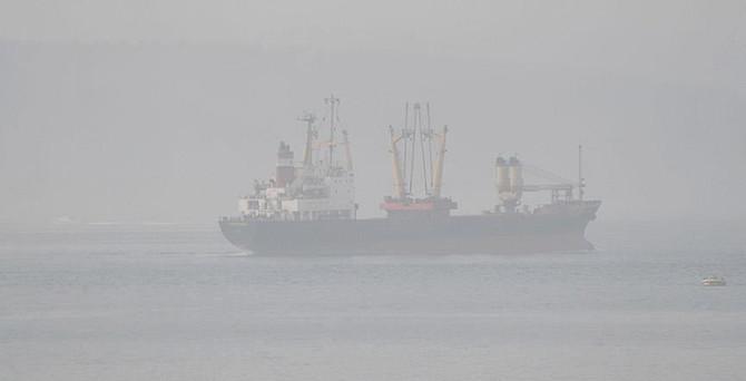 Boğazda gemilere sis engeli