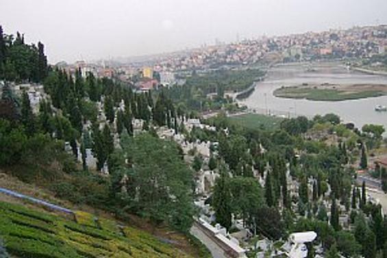 Burada bir kişilik mezar yeri 12 bin lira