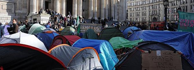 Londra Borsası'nın önü çadır kent gibi