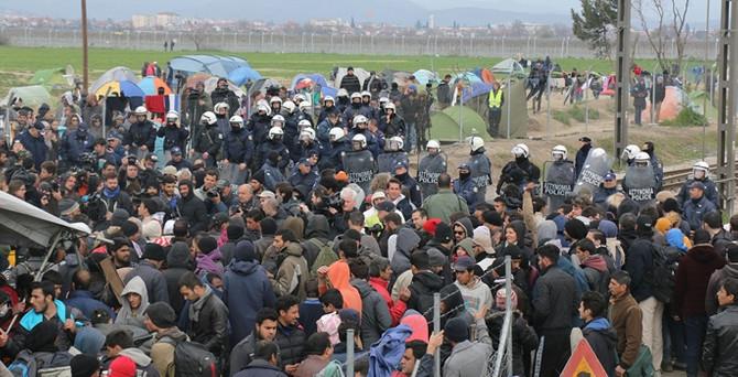Sığınmacı kampında polis bir sığınmacıyı vurdu