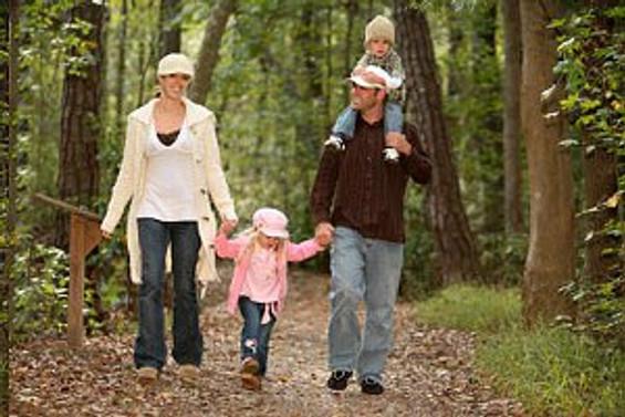 Düzenli yürüyüş Parkinson'un ilerlemesini yavaşlatıyor
