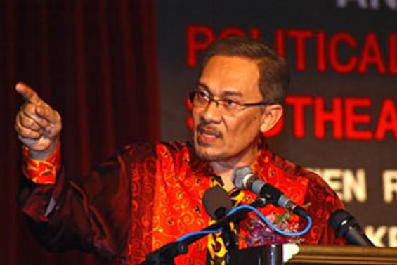 Malezya'da Enver İbrahim milletvekili seçildi