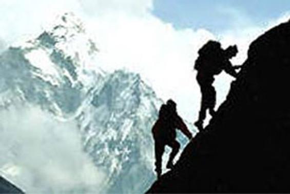 K-2'de mahsur dağcı kurtarıldı