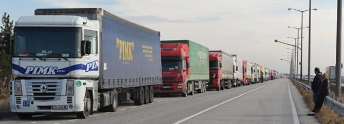 Bulgar tırcılar Kapıkule'yi kilitledi