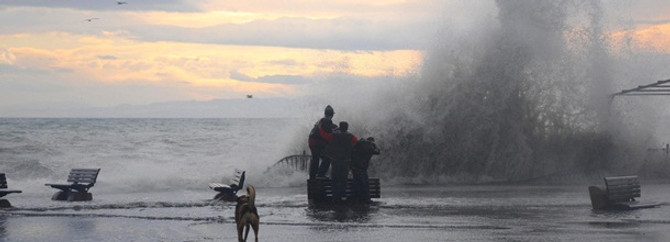 Şiddetli lodos deniz ulaşımını vurdu