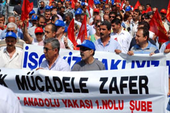 Kadıköy Belediyesi işçileri grevde