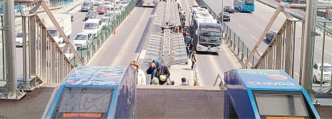 Halıcıoğlu metrobüs istasyonuna yeni üst geçit
