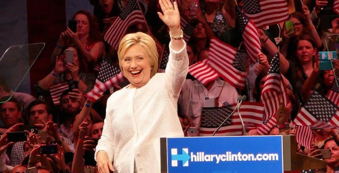 Clinton arayı açıyor